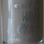 Revue du vernis « Tree Hugging » de la collection Wild Craft d'Essence
