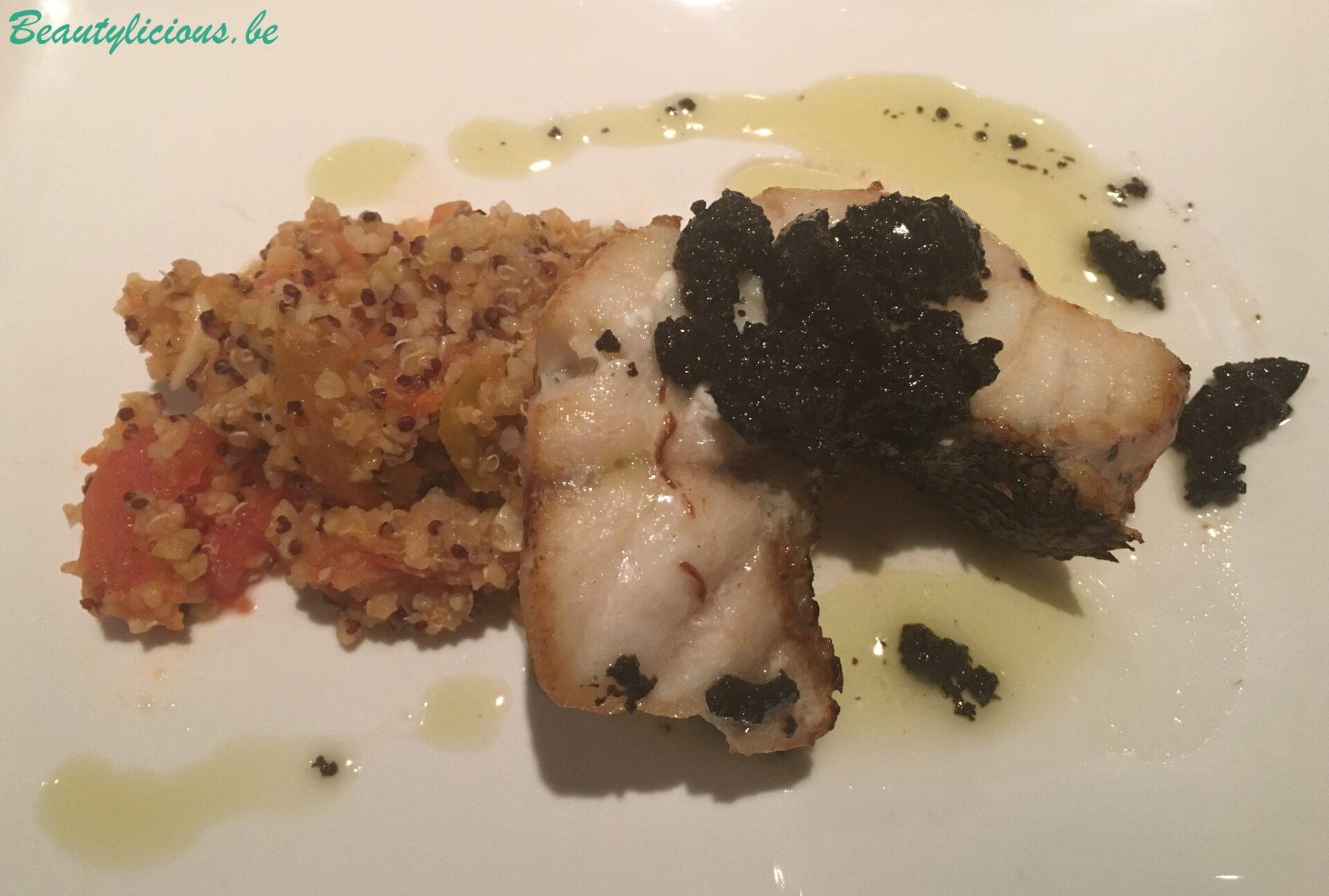 Abade avec des tomates sautées, quinoa et vinaigrette aux olives noires et basilic