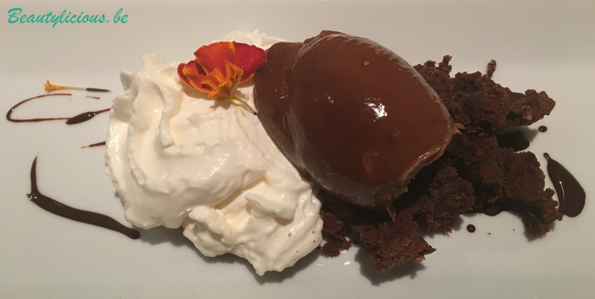 Je crève d'envie de chocolat ! (chantilly, glace chocolat - caramel beurre salé et brownie)